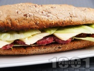Рецепта Лесен сандвич с пълнозърнеста питка, луканка, кашкавал и салата айсберг
